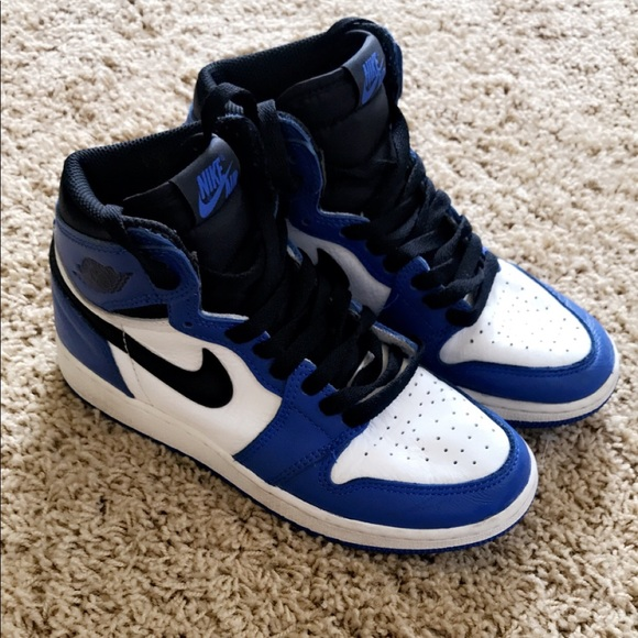 wholesale dealer 4c877 47e33 Boys grade school Nike Jordan AJ1 mid
